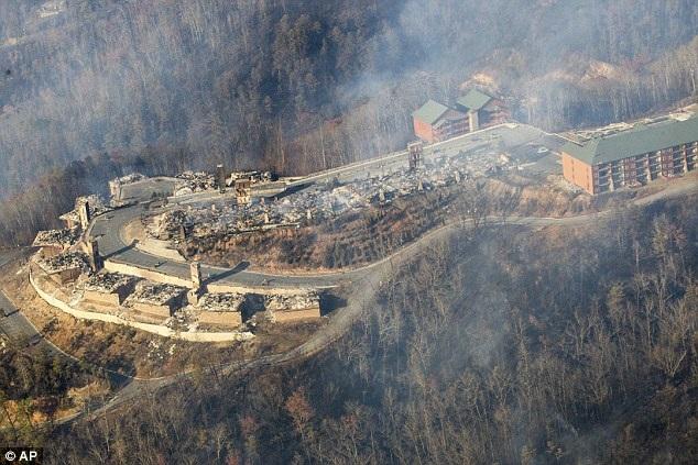 Sau loạt trận cháy rừng nghiêm trọng, khu resort trở nên tan hoang.