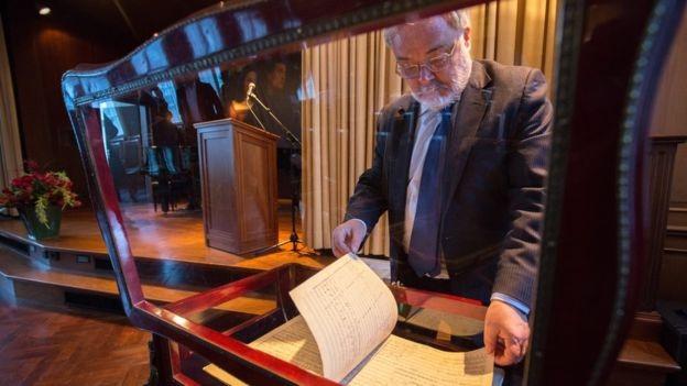 Bản nhạc viết tay đạt mức giá kỷ lục thế giới… 130 tỷ đồng - 8