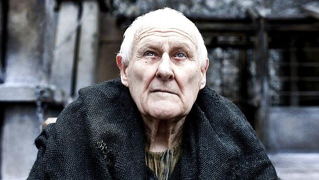 """Trong những năm tháng cuối đời, ông để lại dấu ấn đậm nét với vai diễn học sĩ Aemon Targaryen trong loạt phim truyền hình """"Trò chơi vương quyền""""."""