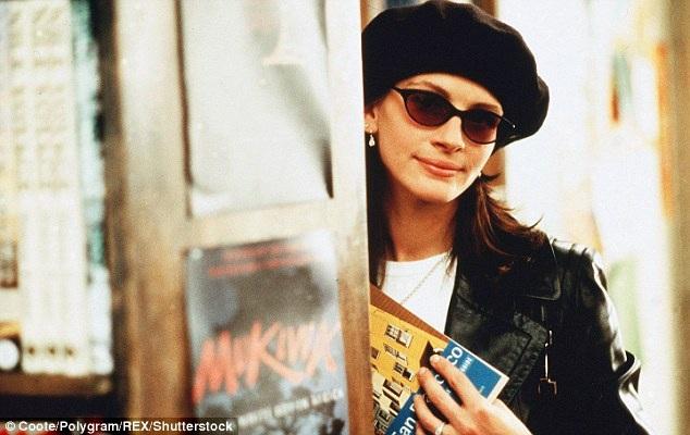 Julia Roberts từng diễn xuất bên những nam diễn viên điện ảnh nổi tiếng nhất như Brad Pitt, George Clooney, Richard Gere, Matt Damon, Hugh Grant…