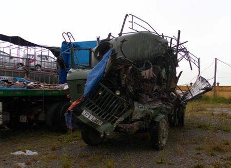 Xe tải tông xe khách, 1 người chết, 2 người bị thương - 1