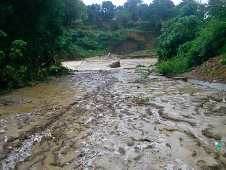 Cận cảnh mưa lũ tàn phá Con Cuông - 13