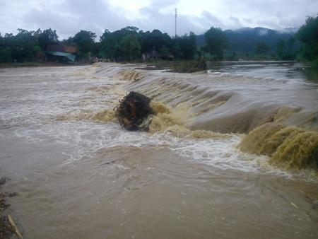 Cận cảnh mưa lũ tàn phá Con Cuông - 9