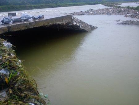 Cận cảnh mưa lũ tàn phá Con Cuông - 8