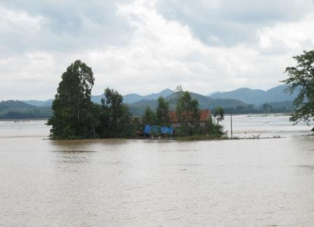 Nước sông Lam dâng cao, hàng trăm hộ dân ngập lụt  - 4