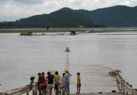 Nước sông Lam dâng cao, hàng trăm hộ dân ngập lụt  - 5