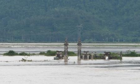Nước sông Lam dâng cao, hàng trăm hộ dân ngập lụt  - 6