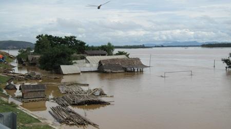 Nước sông Lam dâng cao, hàng trăm hộ dân ngập lụt  - 12