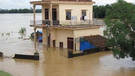 Nước sông Lam dâng cao, hàng trăm hộ dân ngập lụt  - 13