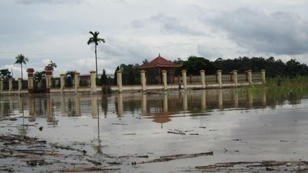 Nước sông Lam dâng cao, hàng trăm hộ dân ngập lụt  - 1