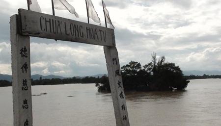 Nước sông Lam dâng cao, hàng trăm hộ dân ngập lụt  - 2
