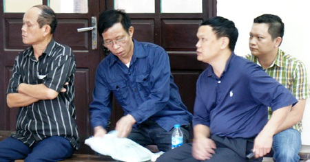 Nguyễn Đình Ngọc, Nguyễn Viết Triều, Võ Văn Tùng và Nguyễn Đình Hải tại phiên tòa phúc thẩm.