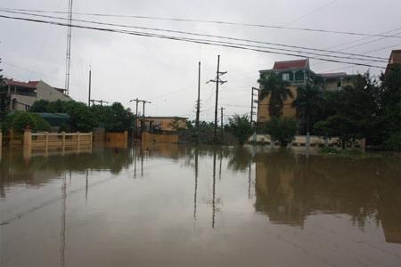 Nhiều khu vực của Hoàng Mai ngập trong biển nước sau hoàn lưu bão số 11.