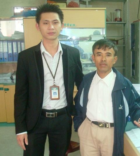 Anh Yên (phải) mất ăn mất ngủ khi nhận được 18 triệu đồng trong tài khoản.