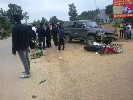Chở 3 du xuân, xe máy đối đầu ô tô 3 người nhập viện