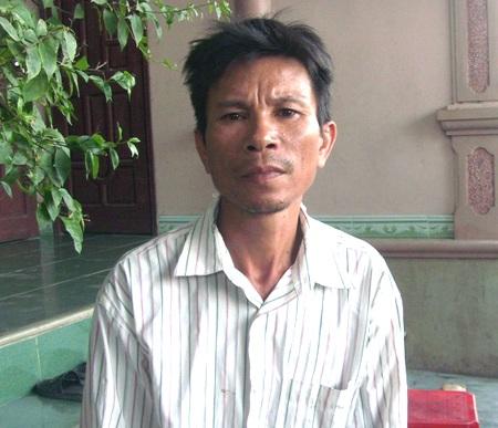 Ông Bùi Văn Hùng, bố của nạn nhân, đau buồn trước cái chết của người con trai.