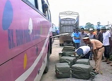 Chiếc xe khách vừabị lực lượng CSGT bắt giữ