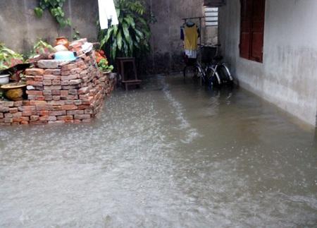 Nước dâng cao gần 1m.