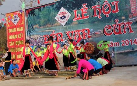 Mở đầu cho màn khai lễ là khắc luống, nhảy sạp, múa hát...