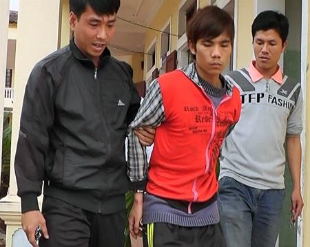 Đối tượng Tùng được CA TP Buôn Mê Thuột di lý về Đăk Lắk phục vụ công tác điều tra.