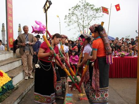 Trò chơi khắc luống không thể thiếu trong lễ hội Đền Chín Gian.