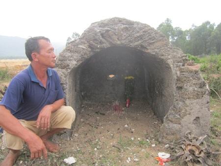 Bộ xương được chất và xây gạch sò xung quanh rất cẩn thận.