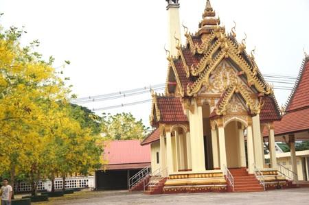 Dãy hoa Đọc Khun ở một ngôi chùa lớn Thủ đô Viêng Chăn.