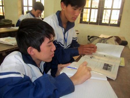 Ở lớp, Phong luôn giúp Tú trong mọiviệc, luônđộng viên bạn trong học tập.