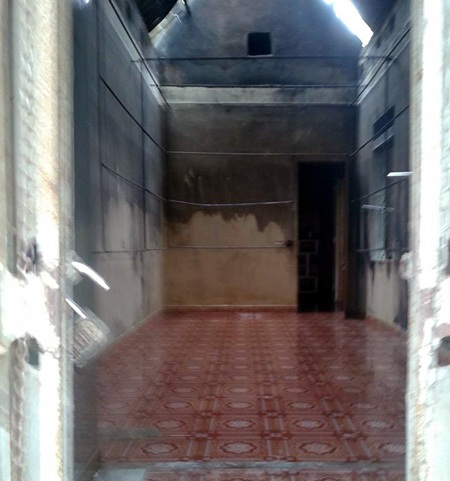 Gian nhà chứa quần áo, giày dép bị cháy sạch