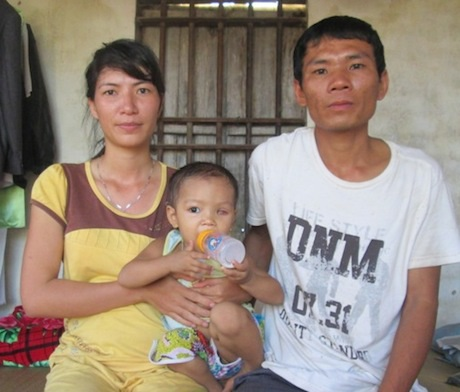 Vợ chồng chị Hương rất mong muốn mọi người giúp đỡ chút ít để cháu An Mi thoát khỏi án tử thần.