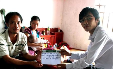 Thêm 3.600.000 đồng đến với vợ chồng chị Trần Thị Huyền.