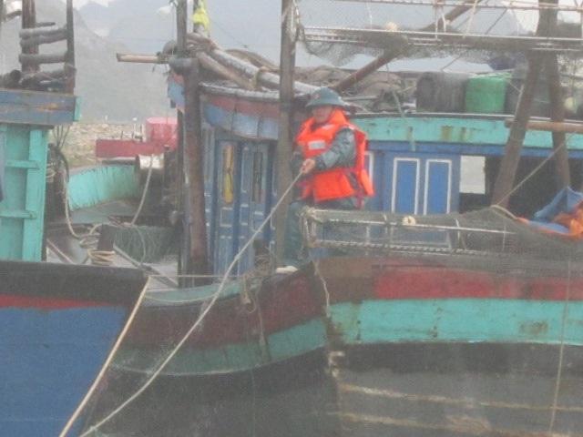 Bảo vệ tàu thuyền (Ảnh: Nguyễn Duy)