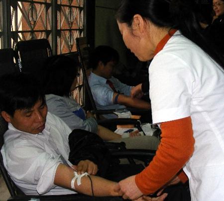 Nô nức ngày hội hiến máu thành Vinh - 4