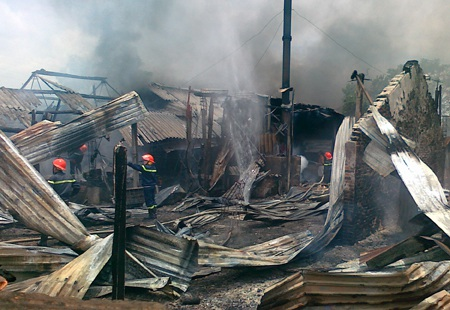 ... nhờ những xe cứu hỏa sau nên đám cháy được dập tắt...
