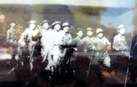 Đội phá bom cảm tử - C317 TNXP Nghệ An trên đường ra Truông Bồn năm 1968.