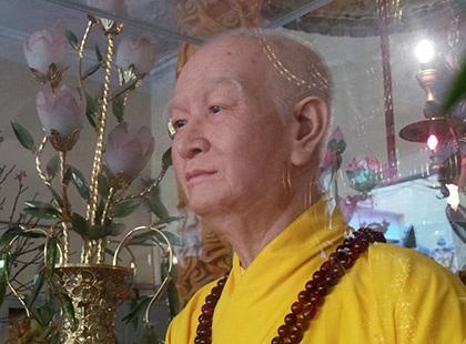 Bức tượng hòa thượng Thích Thanh Tứ ở chùa Quán Sứ