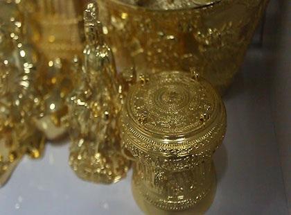 Một số vật dụng sinh hoạt đang được công ty ông Nguyên mạ vàng