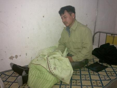 Anh Tài hiện đang được điều trị tại Bệnh viện ĐK huyện Hương Khê
