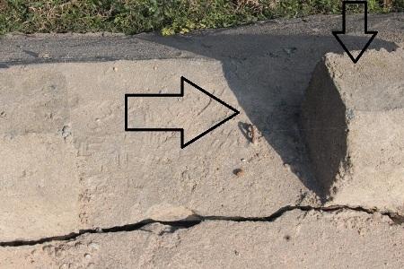Thép chờ thiết kế một đường, gờ chắn bánh lại đặt một nẻo như thế này