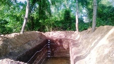 Phần lớn hiện vật được phát hiện tại hố khai quật được phân bố ở địa tầng văn hóa sâu trên 2m.