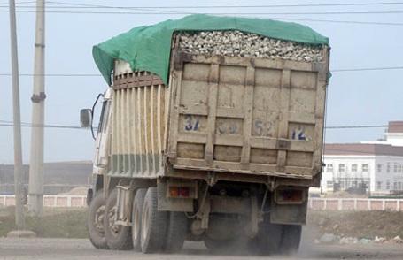 Thị sát điểm nóng xe quá tải, Chủ tịch tỉnh yêu cầu kỷ luật GĐ Sở TNMT