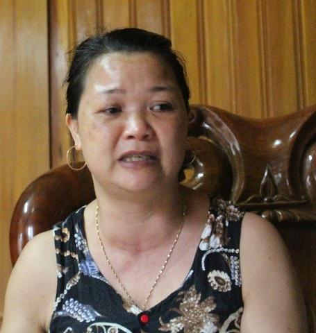 Chị Tân (vợ anh Lai) ấm ức mỗi lần kể lại sự việc bị cán bộ xã vu khống cho chồng.