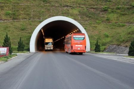 Hầm đường bộ Đèo Ngang hiện tại (ảnh: Văn Dũng).