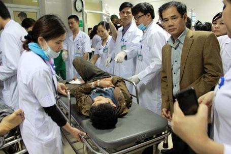 Hai trong số 7 nạn nhân đang được cấp cứu tại Bệnh viện Đa khoa Hà Tĩnh