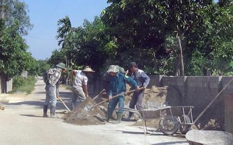 Người lao động vật vã vì nắng nóng