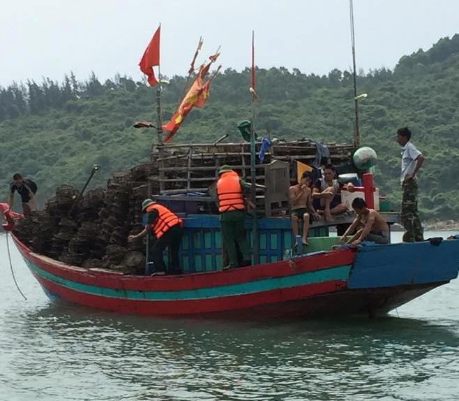 Tàu của 6 ngư dân gặp nạn đã bị sóng đánh tan