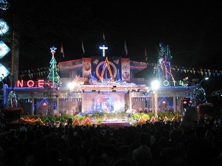 Nhà thờ Hòa Khánh đông nghịt người