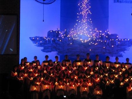Làm lễ tại nhà thờ Hòa Mỹ