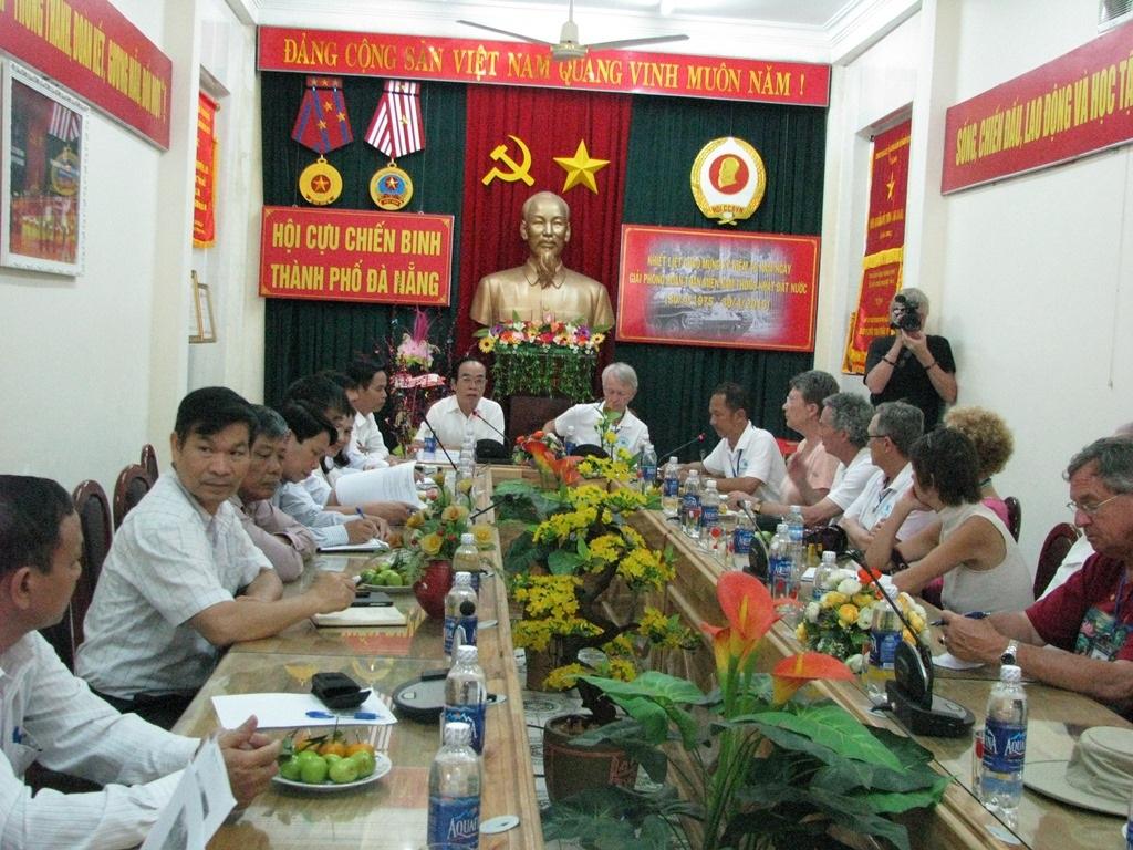 Cựu chiến binh Mỹ vì hòa bình thăm cựu chiến binh Đà Nẵng