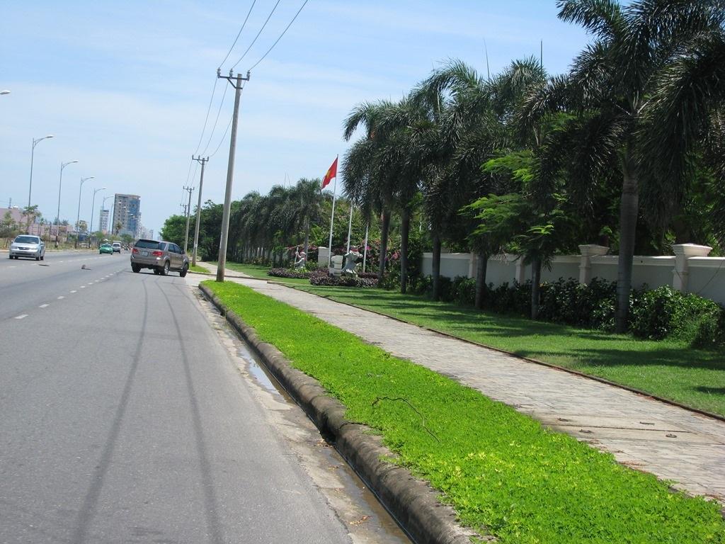 Dọc bờ biển Đà Nẵng đã được phân lô bán cho các khu resor